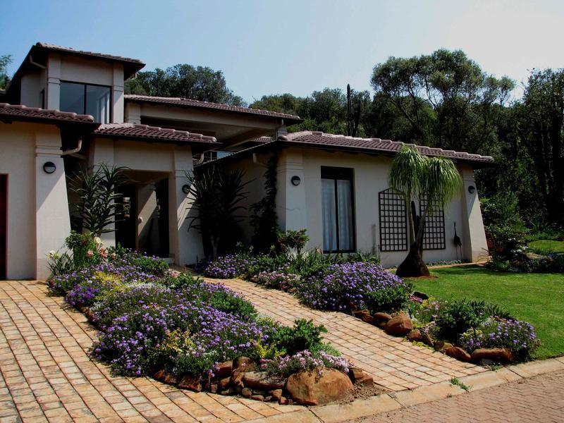 Real estate in Hartbeespoort Dam - 88338.jpg