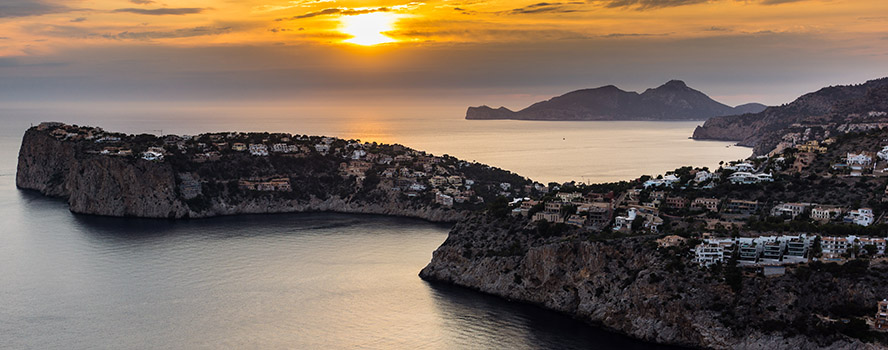 Puerto Andratx - Puerto Andratx counts to the most exclusive areas on Mallorca. Discover Engel & Völkers' properties, in Mallorca's south-western Andratx region. Andratx is well known of its idyllic ambience and beautiful coast with its crystal blue water.