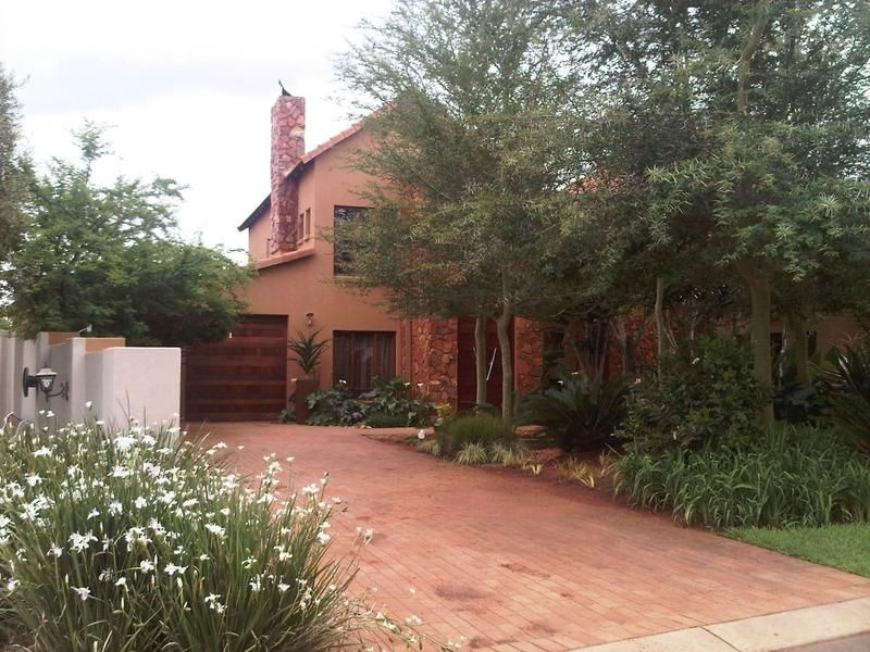 Real estate in Hartbeespoort Dam - ENV56944.jpg